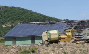 de-plus-en-plus-de-batiments-agricoles-mais-egalement-urbains-se-parent-de-panneaux-photovoltaiques-les-interventions-des-secours-sur-c